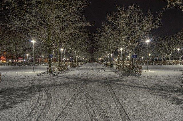 zasněžené parkoviště
