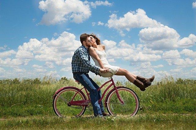 zamilovaná jízda na kole