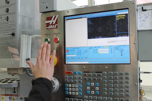 obrábění řízené počítačem průmysl